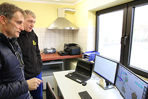 Sales Manager Hubert Rackl during an inspection of the system