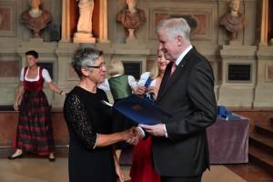 SPANGLER Automation Hannelore Spangler recives the award