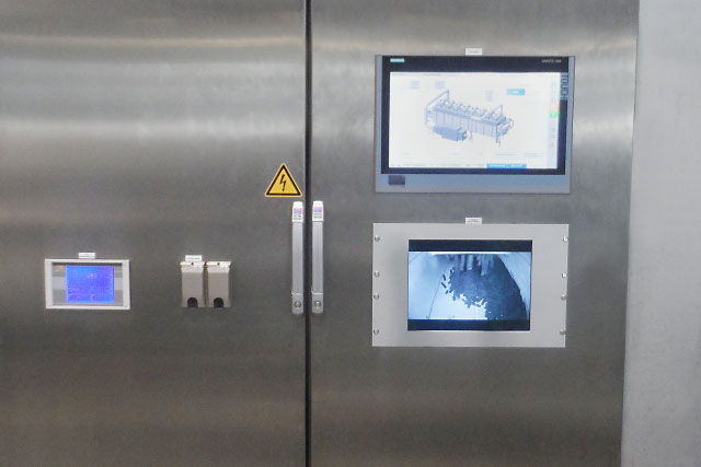 Measuring technology control cabinet with operation and monitoring
